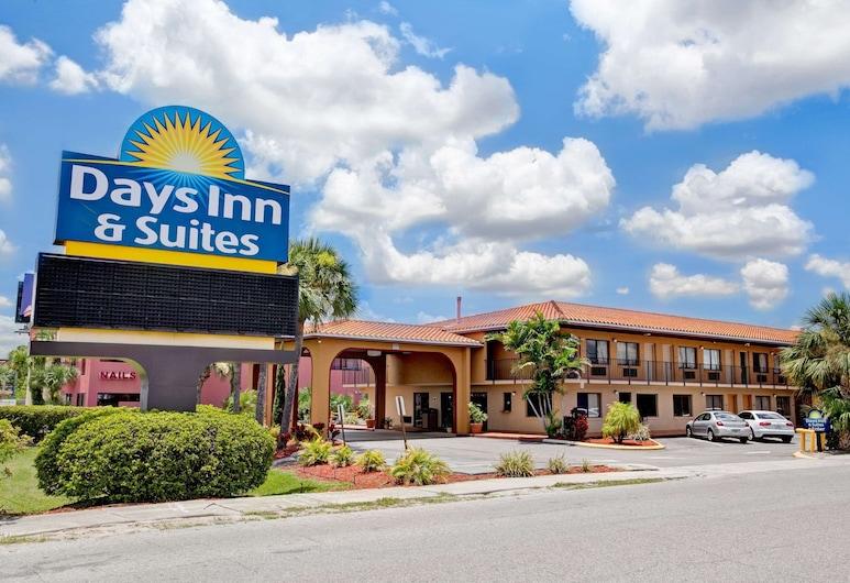 Days Inn & Suites by Wyndham Orlando East UCF Area, Orlando