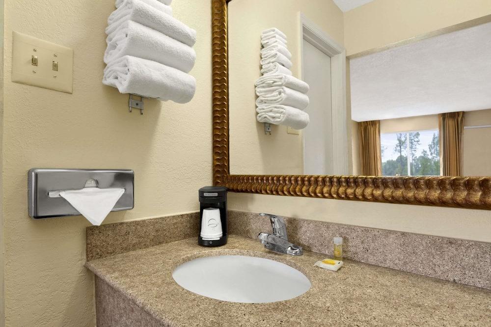 Стандартный номер, 1 двуспальная кровать «Квин-сайз» - Ванная комната
