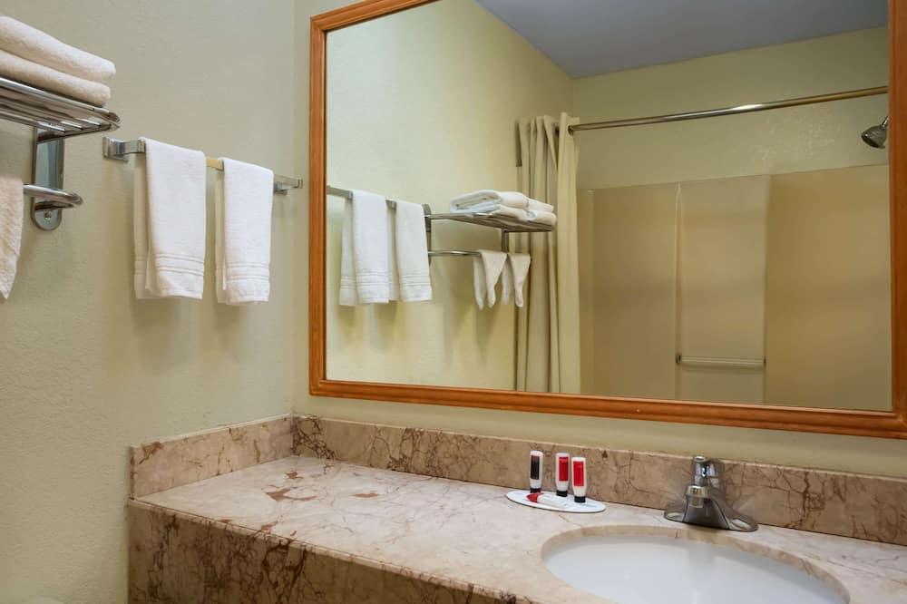 Chambre, 2 lits doubles, non-fumeurs (First Floor) - Salle de bain