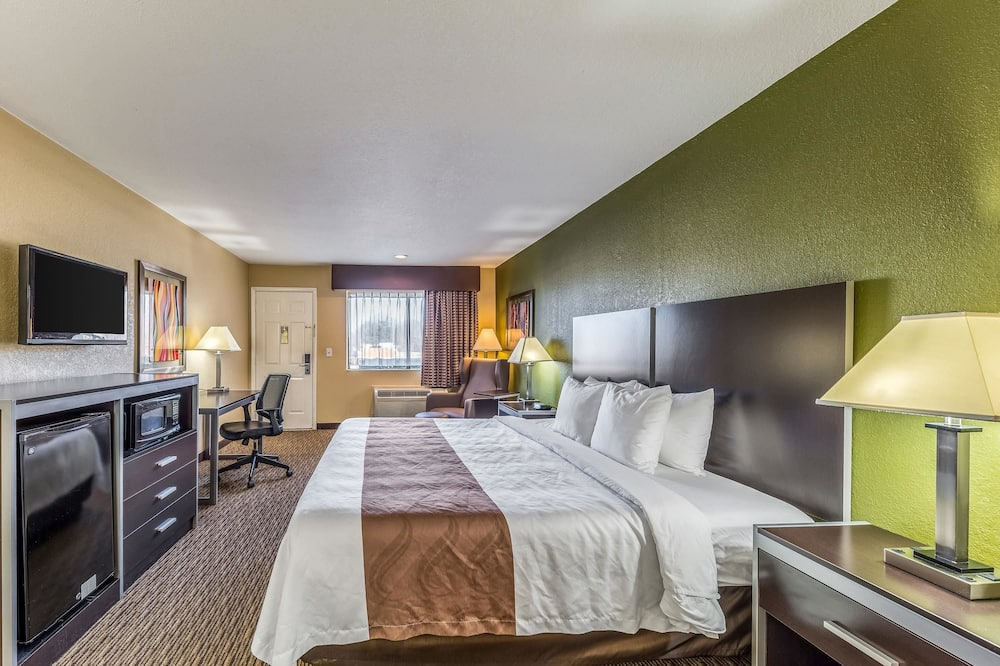 Standard Room, 1 King Bed, Smoking - Guest Room