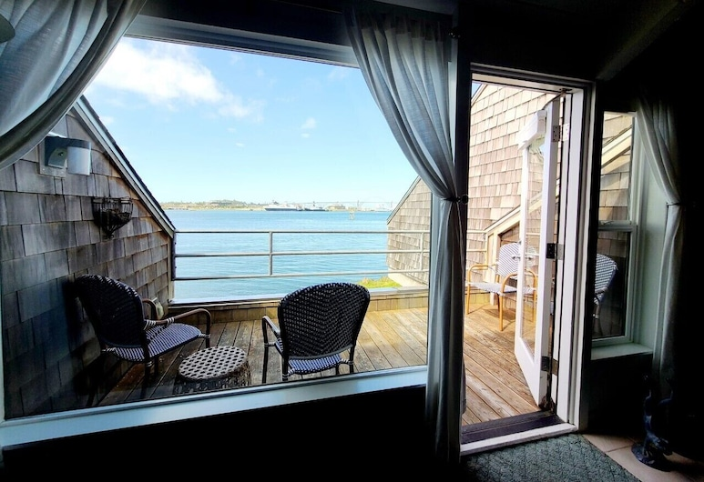 Embarcadero Resort Hotel & Marina, Newport, One Bedroom King, Terrace/Patio