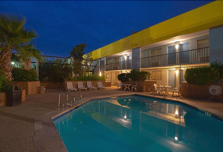 MCM Grande Hotel FunDome Odessa, Odessa, Pool