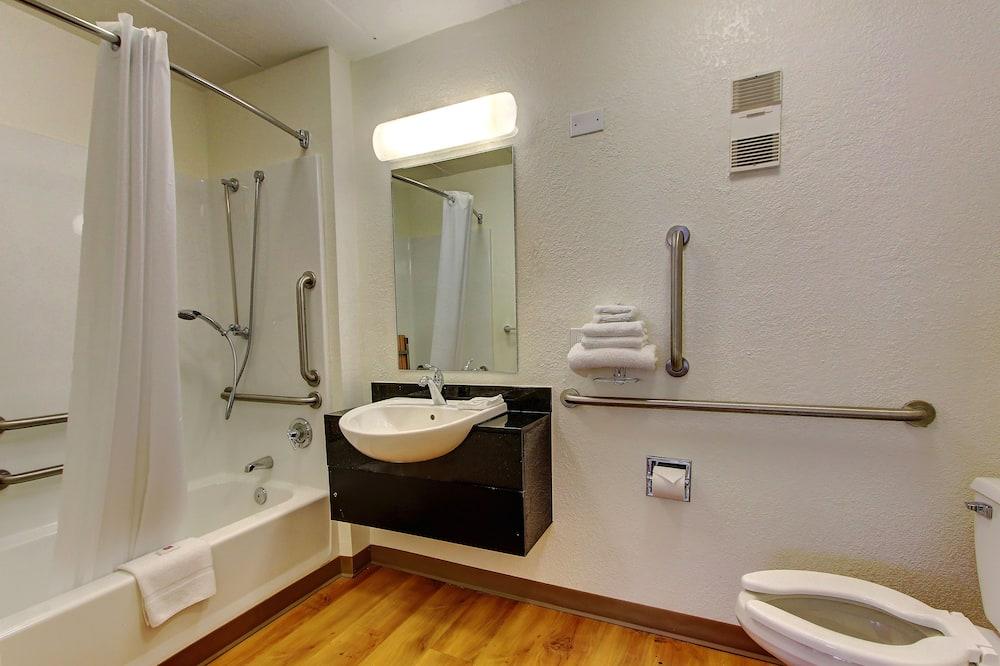 Kamar Deluks, 2 Tempat Tidur Double, non-smoking, lemari es & microwave - Kamar mandi