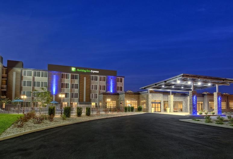 Holiday Inn Express Louisville Airport Expo Center, an IHG Hotel, Louisville