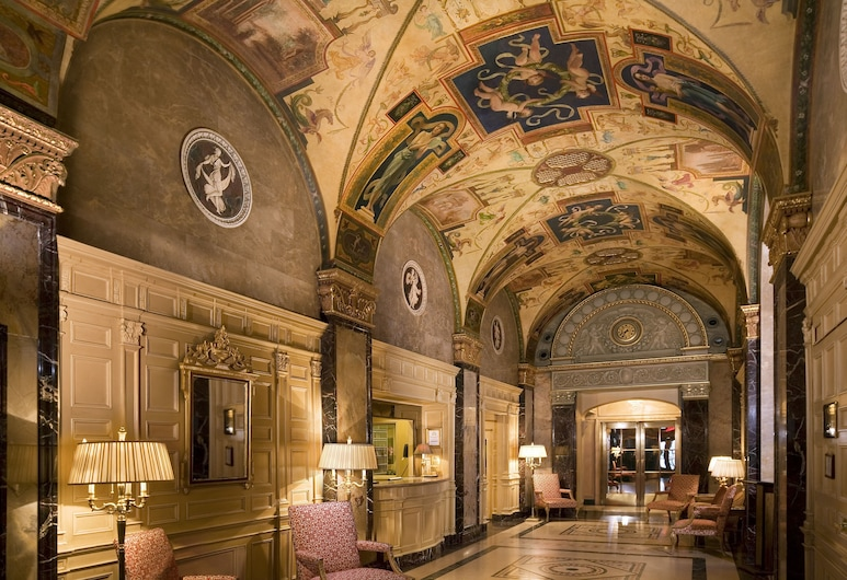 The Sherry Netherland, New York, Sitteområde i lobbyen