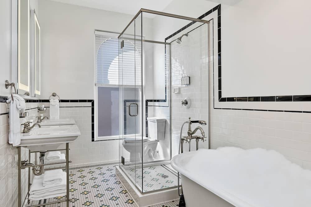 尊榮客房, 1 張特大雙人床, 城市景觀, 邊間 - 浴室