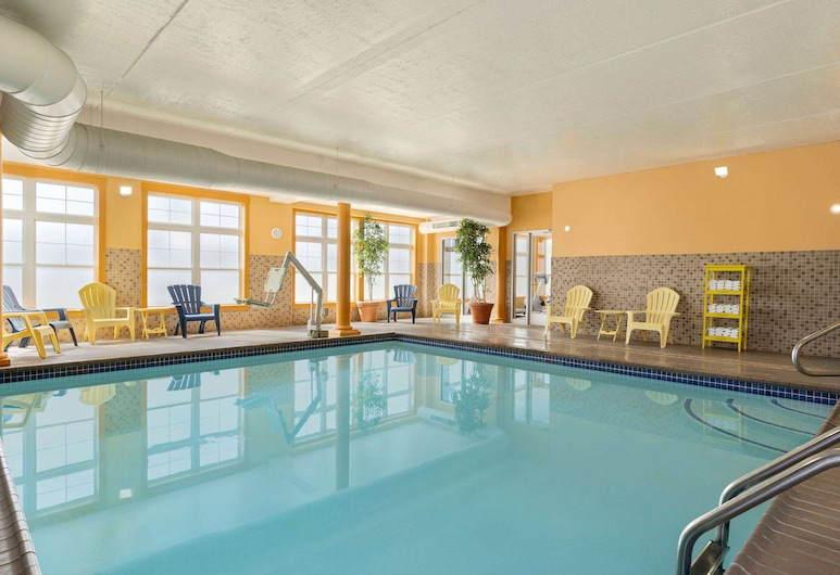 Days Inn by Wyndham Airport/Maine Mall, South Portland, Pool