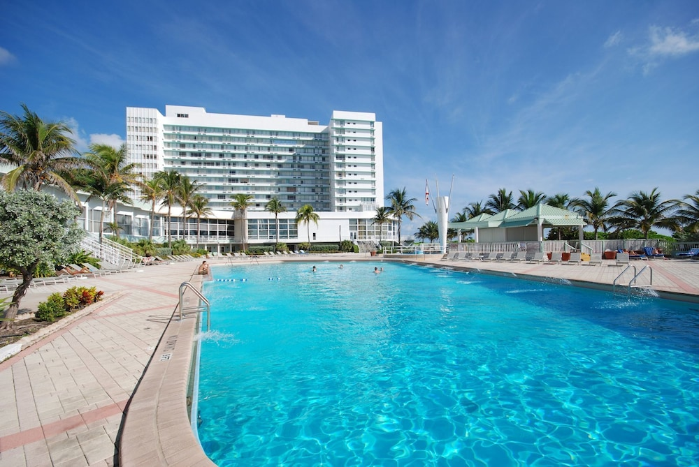 the deauville beach resort miami beach florida. Black Bedroom Furniture Sets. Home Design Ideas
