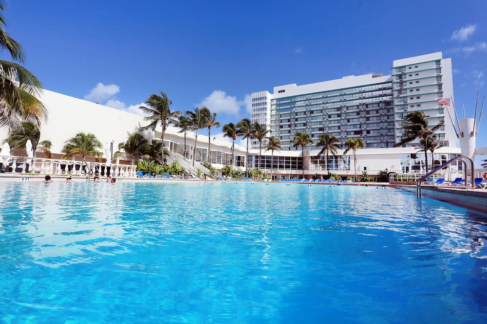 The Deauville Beach Resort Miami Pool