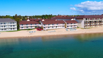Mynd af Super 8 Mackinaw City/Beachfront Area í Mackinaw City