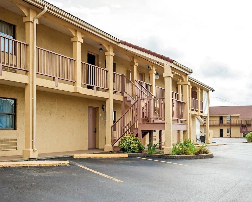 Villa Inn Lawrenceburg Exterior