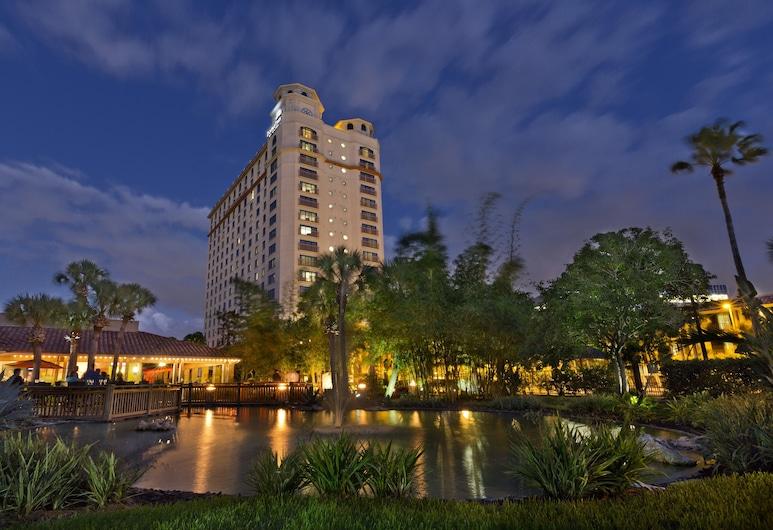 DoubleTree by Hilton Hotel Orlando at SeaWorld, Orlando, Průčelí hotelu ve dne/v noci