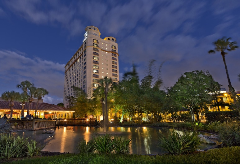 DoubleTree by Hilton Hotel Orlando at SeaWorld, Orlando, Hotel Front – Evening/Night