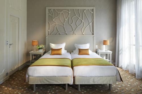 Book Splendid Etoile Hotel In Paris Hotels Com