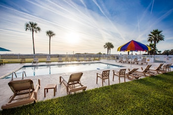 Picture of Days Inn & Suites by Wyndham Jekyll Island in Jekyll Island