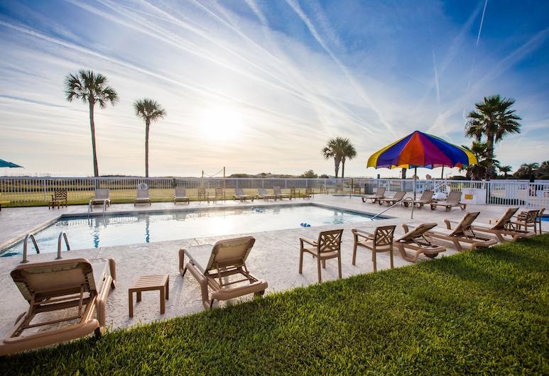 Days Inn & Suites by Wyndham Jekyll Island, Jekyll Island, Outdoor Pool