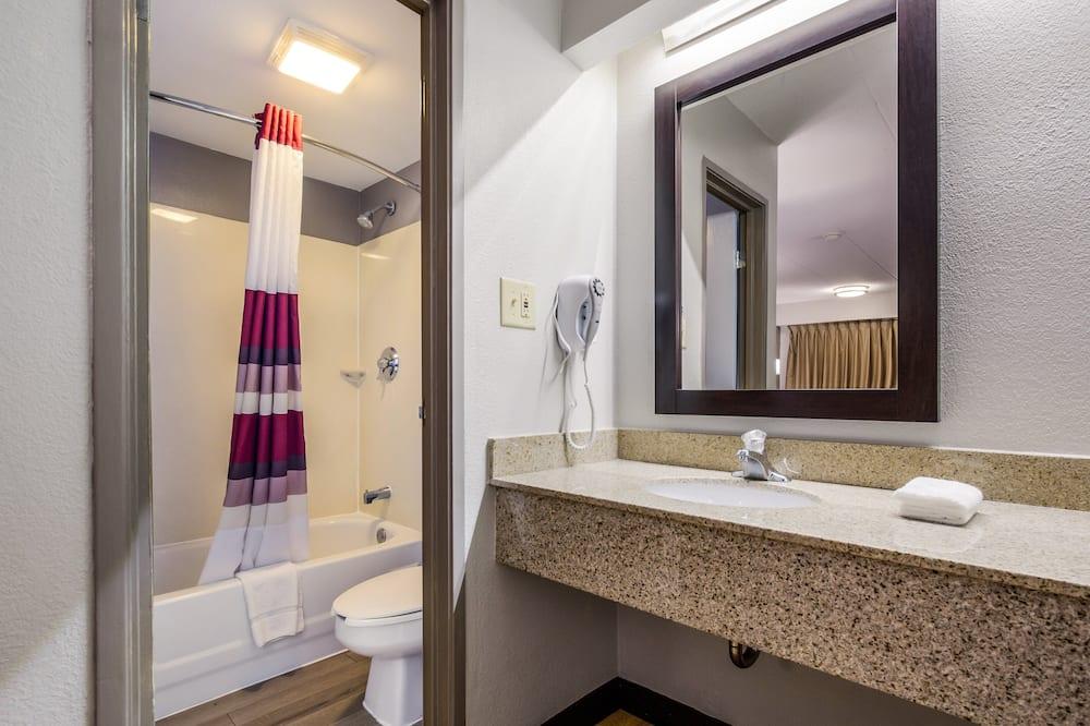 Standard Room, 1 King Bed (Smoke Free) - Bathroom