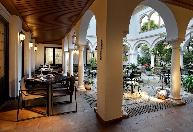 Eurostars Conquistador Hotel, Córdoba, Terrasse/patio