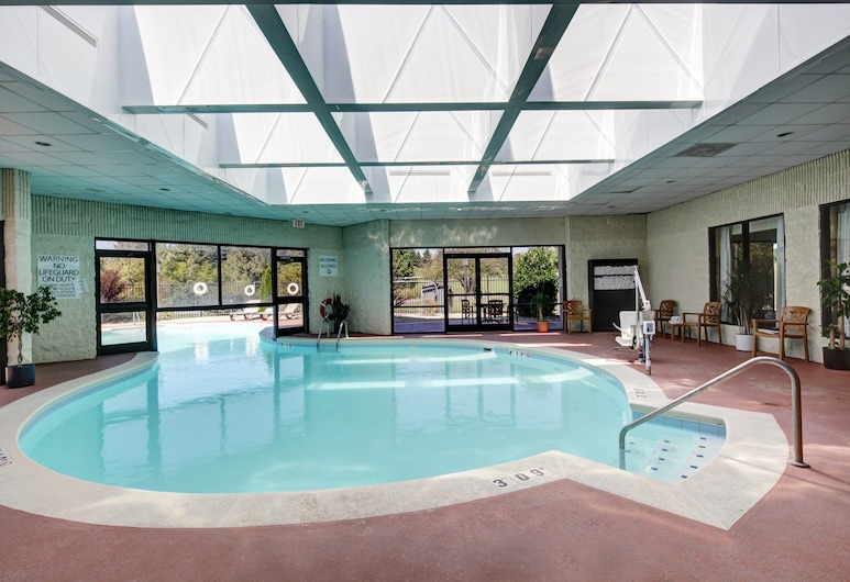 Holiday Inn Staunton Conference Center, Staunton, Pool