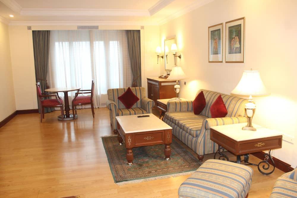 Deluxe Room, 1 Queen Bed, City View (Club Double) - Living Area