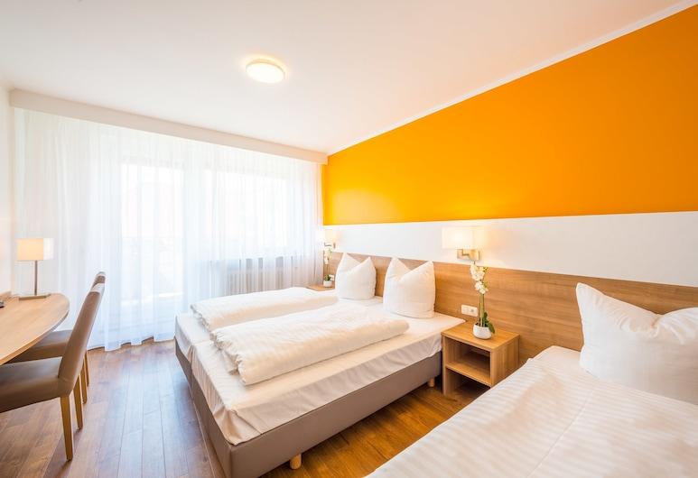 Hotel S16, Munich, Comfort Triple Room, Guest Room