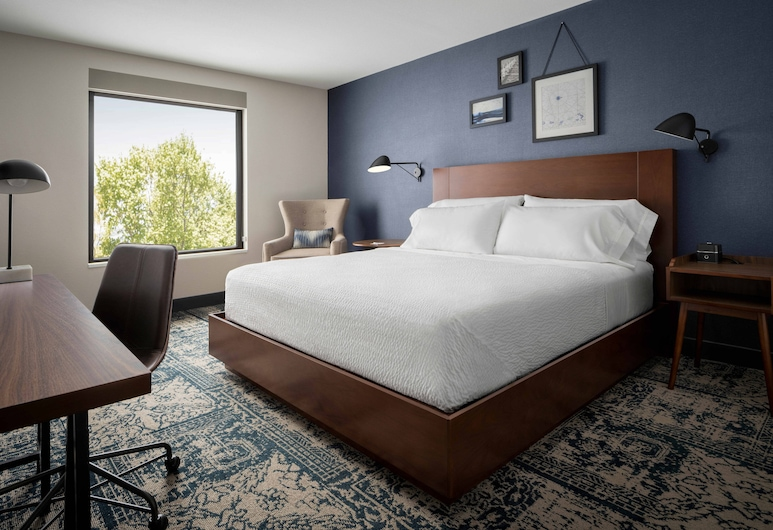 Four Points by Sheraton Brunswick, Brunswick, Room, 1 King Bed, Guest Room