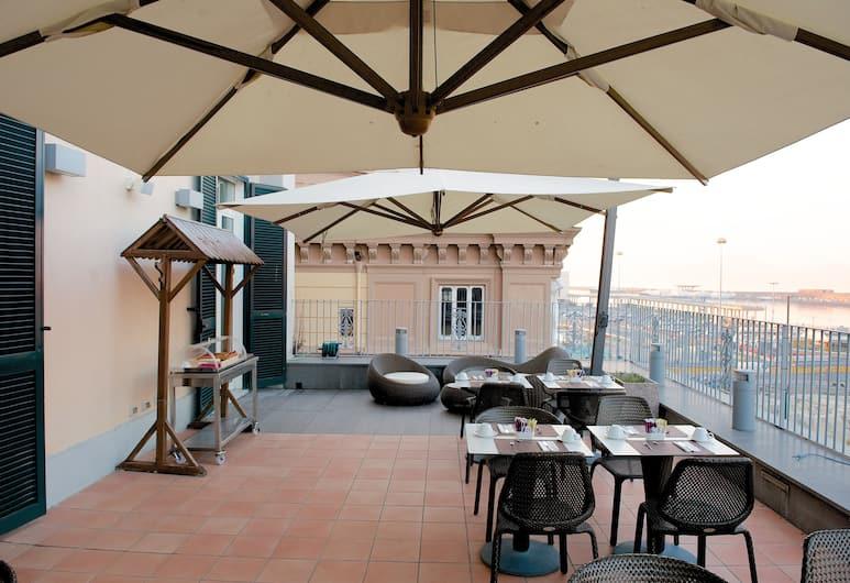 Mercure Napoli Centro Angioino, Napoli, Terrasse/veranda