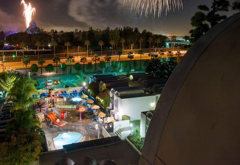 Howard Johnson by Wyndham Anaheim Hotel & Water Playground, Anaheim, Vista desde el hotel