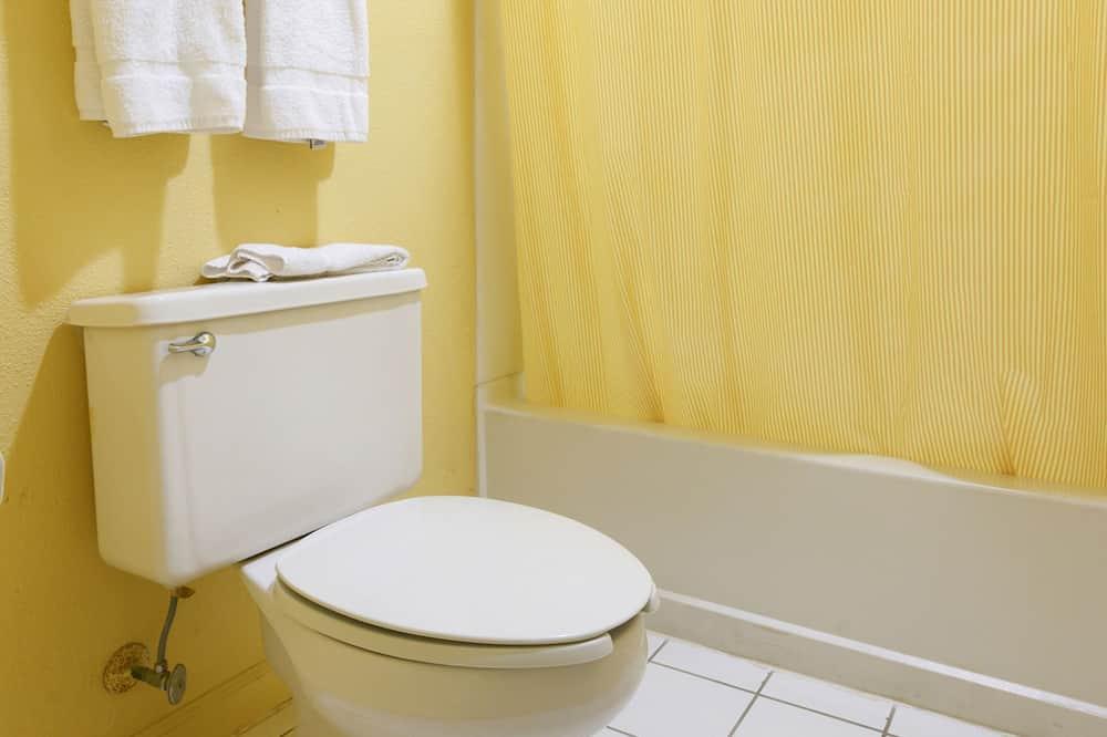 ห้องพัก, เตียงใหญ่ 2 เตียง - ห้องน้ำ