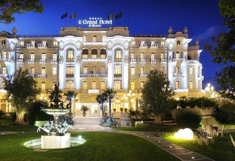 Grand Hotel Rimini, Rimini, Fassaad õhtul/öösel