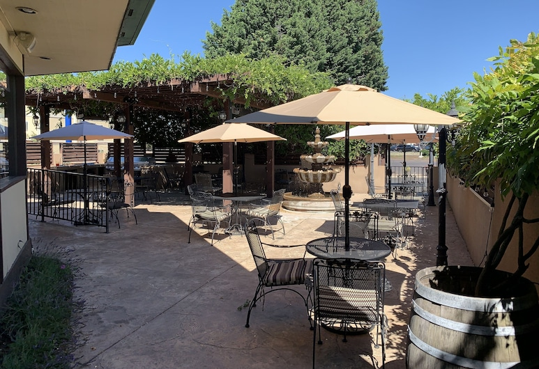 Rogue Regency Inn and Suites, Medford, Terrace/Patio
