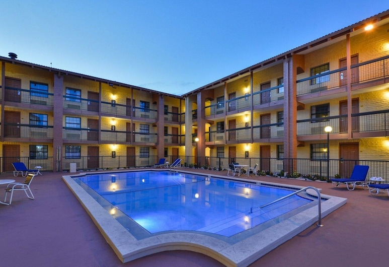 Rodeway Inn Near Ybor City - Casino, Tampa, Pool