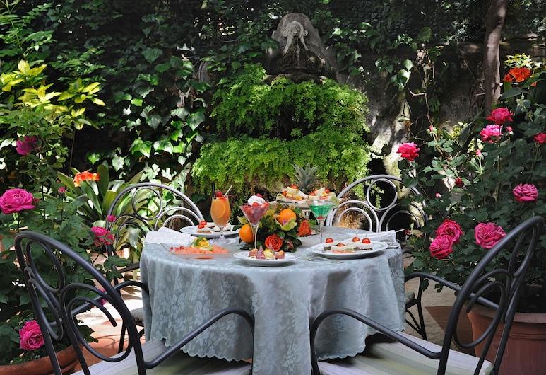 Hotel Giulio Cesare, Rome, Garden