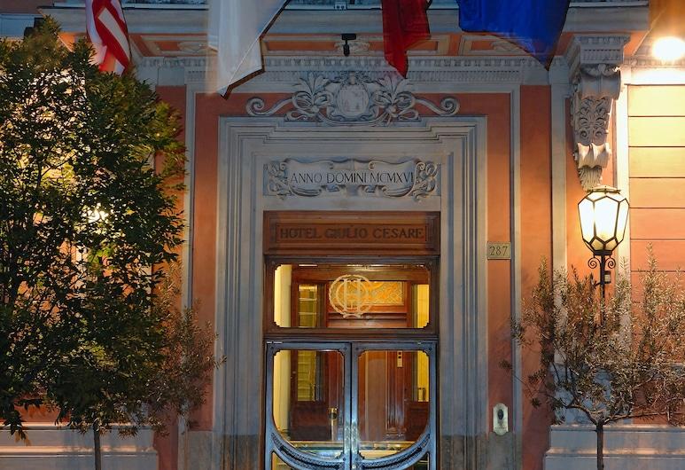 Hotel Giulio Cesare, Rome, Mặt tiền khách sạn - Ban đêm