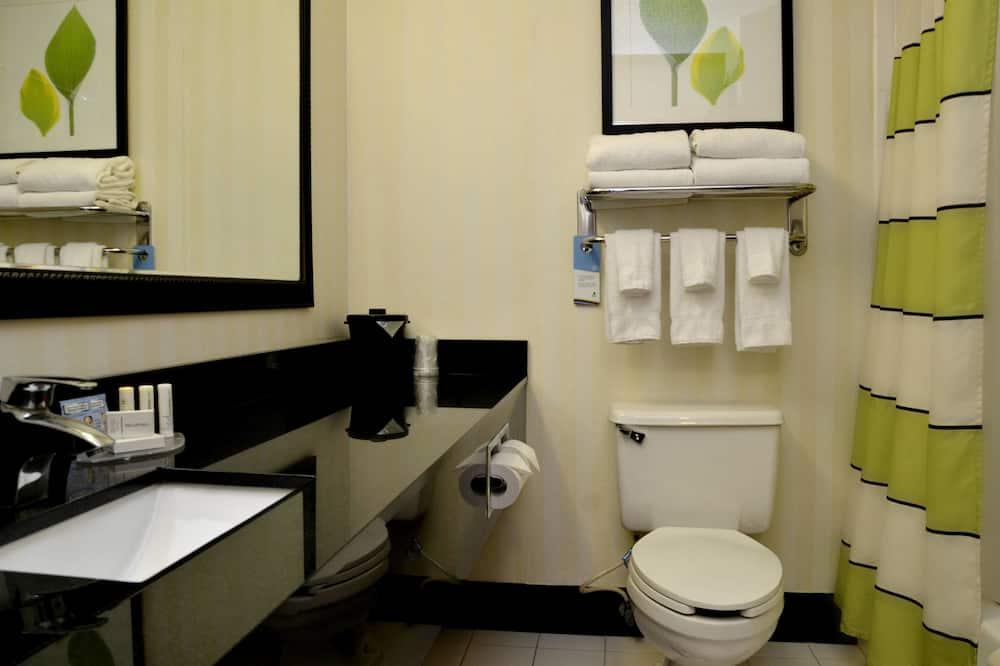 Executive Studio, 1 King Bed, Non Smoking - Bathroom