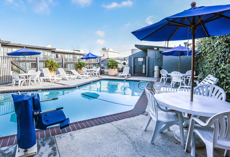 Travelodge by Wyndham LAX South, El Segundo, Outdoor Pool