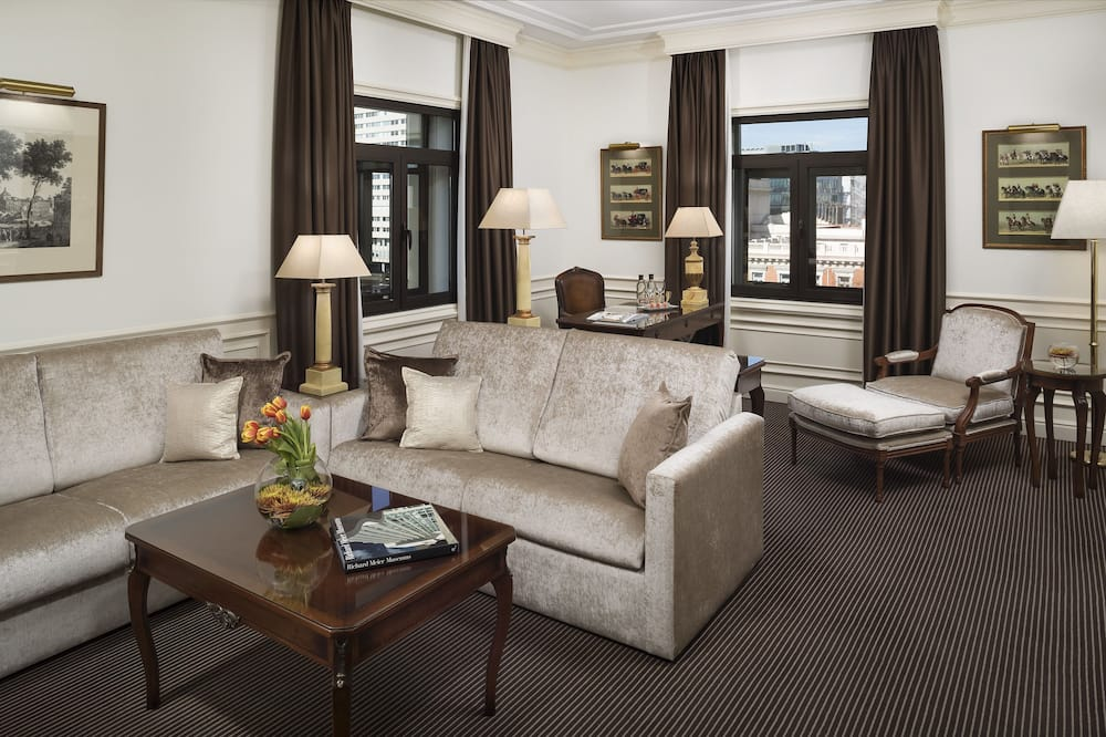 Suite, 1 Bedroom (Red Level Lounge Access 2 Adults & 2 Children) - Living Room