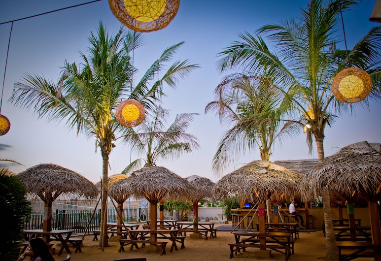 The Kingsbury Colombo, Colombo, Poolside Bar