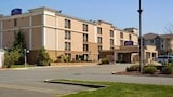 Reserve this hotel in Suffern, New York