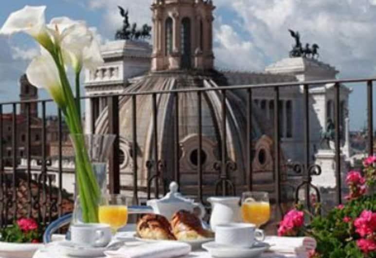 Pace Helvezia, Rom, Speisen im Freien