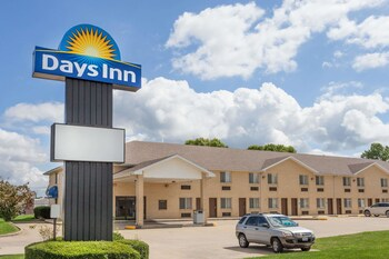 Picture of Days Inn by Wyndham Charleston in Charleston