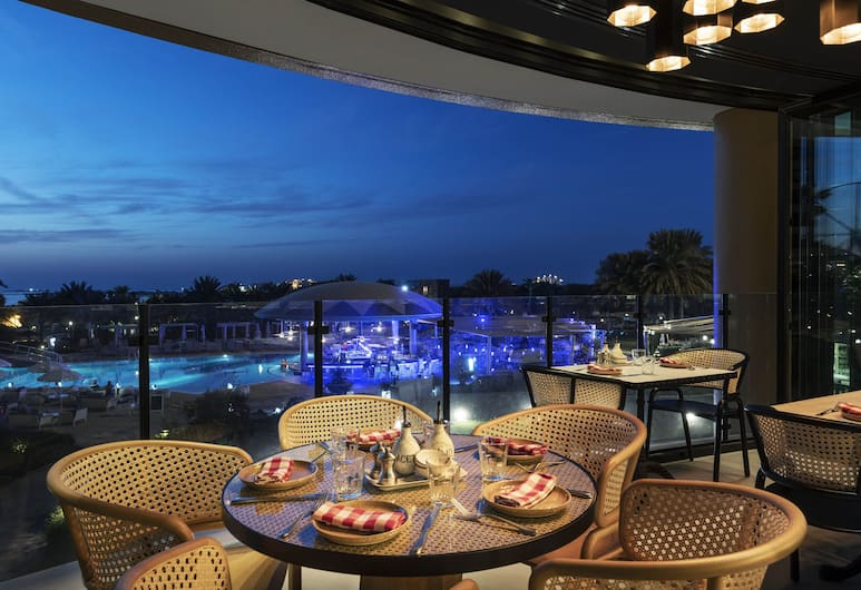 Le Royal Meridien Beach Resort And Spa, Dubai, Restaurang