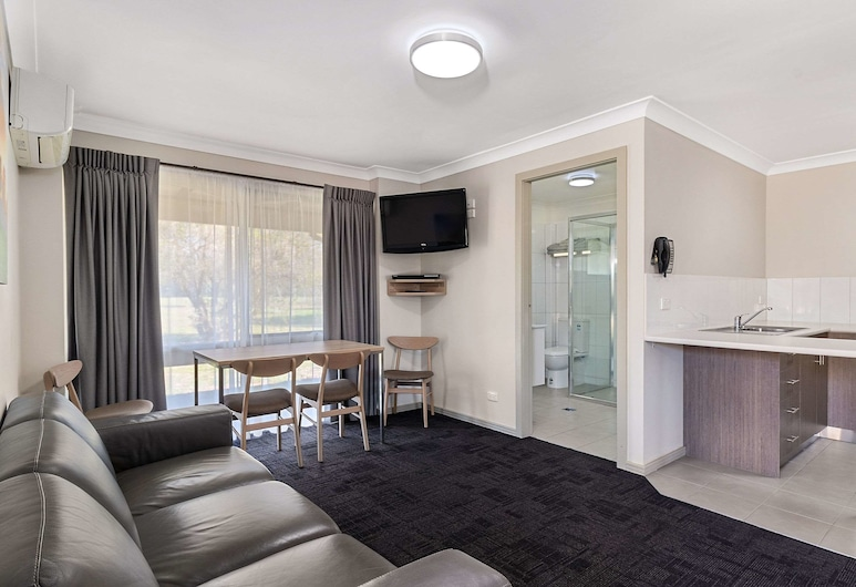 Quality Inn Carriage House, East Wagga Wagga, Apartment, Multiple Beds, Non Smoking, Living Room