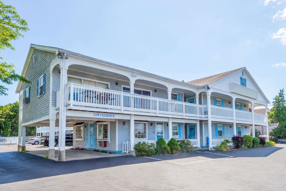 Book travelodge by wyndham cape cod area in west dennis hotels travelodge by wyndham cape cod area west dennis colourmoves
