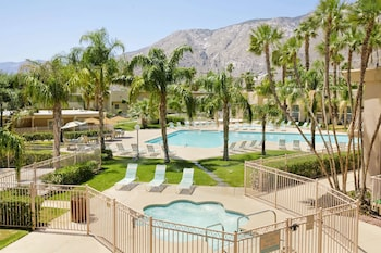 Mynd af Days Inn by Wyndham Palm Springs í Palm Springs