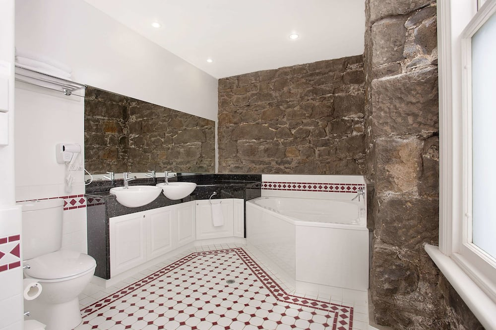 Executive Suite, Hot Tub - Bathroom