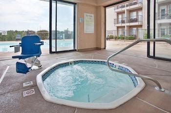 A(z) Holiday Inn Express Hotel & Suites Branson 76 Central hotel fényképe itt: Branson