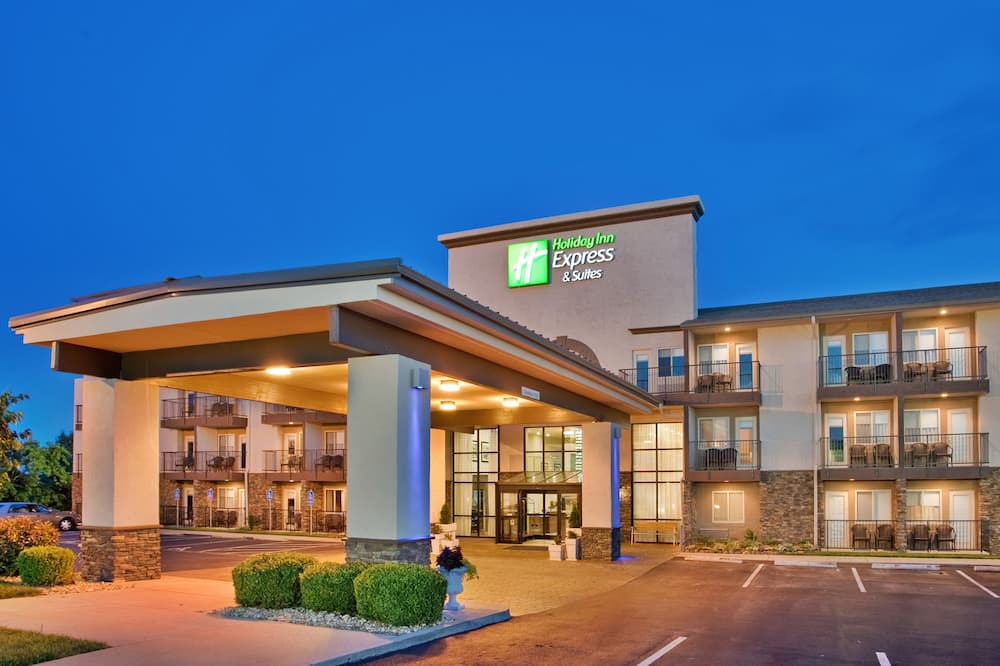 Holiday Inn Express Hotel & Suites Branson 76 Central, an IHG Hotel
