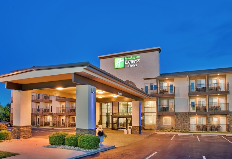 Holiday Inn Express Hotel & Suites Branson 76 Central, an IHG Hotel, Branson