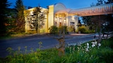 Choose This Mid-Range Hotel in Lac-Brome